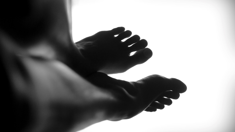 痛い 足 ピリピリ